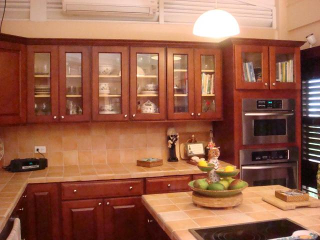 Great Counter & Cabinet Space