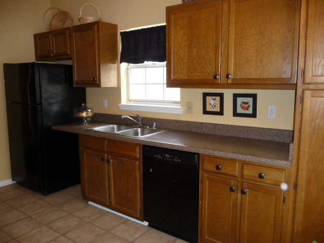 Another view of the kitchen.....new refrigerator remains too!