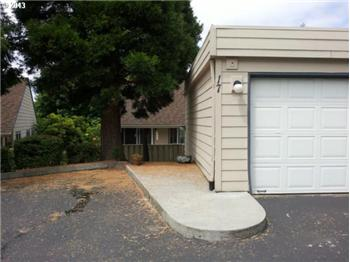 371 NE Village Squire Ave. #17, Gresham, OR