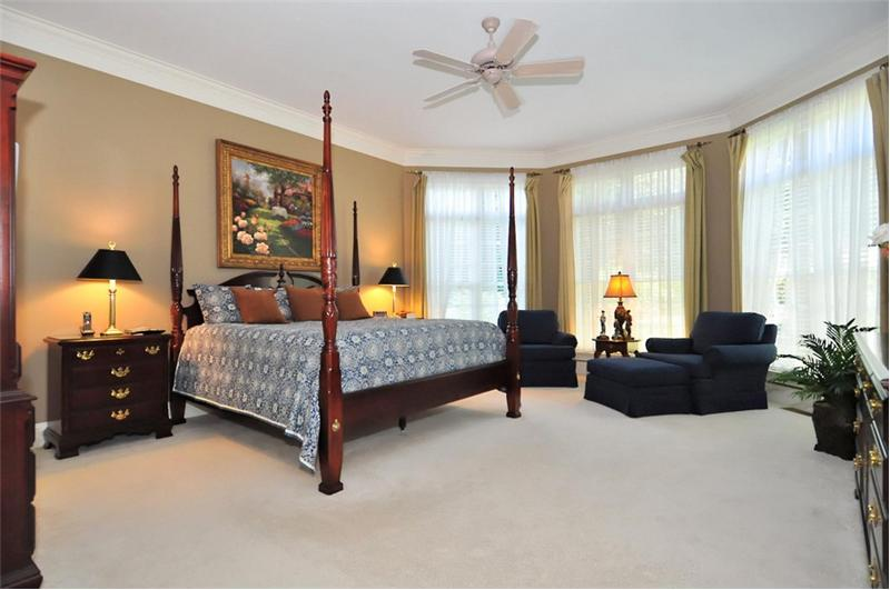 Large MBR has a sitting area & huge walk-in closet