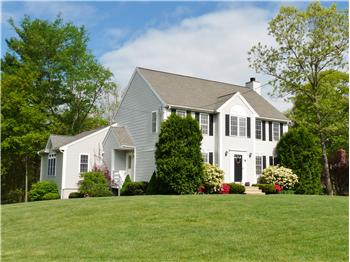 2 King Philip Road, Franklin, MA